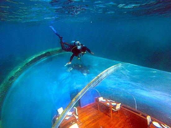 رستوران زیر آبی ایتها